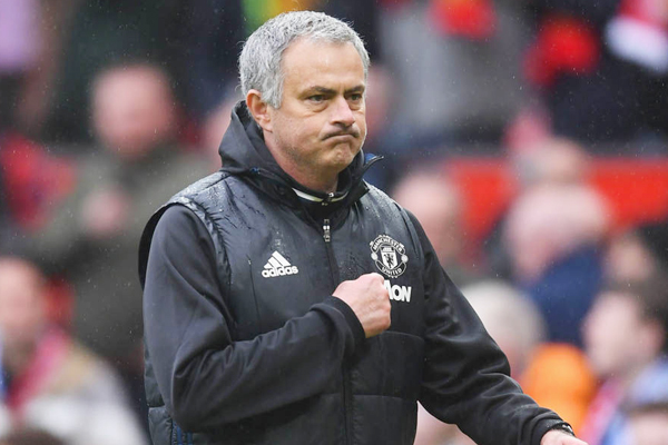Lộ đội hình ở trận đấu với Chelsea, Mourinho quyết truy tìm nội gián