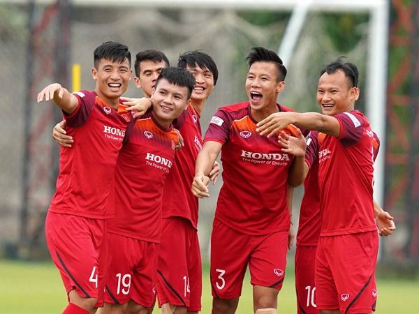 Huyền thoại bóng đá Thái Lan ca ngợi ĐT Việt Nam