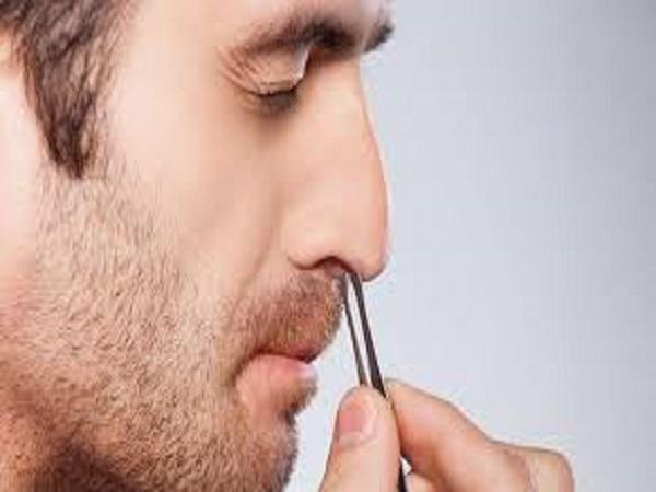 Lông mũi thò ra ngoài có điềm báo gì? tốt hay xấu?