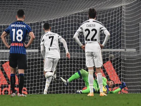 Bóng đá hôm nay 18/12: Juve mất điểm vì Ronaldo đá hỏng